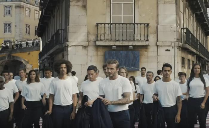 """H&M ส่งโฆษณาสนุกๆ ชุดใหม่ แต่งตัวเท่ๆ แบบ """"เดวิด เบ็คแฮม"""" เป็นเรื่องจำเป็นสำหรับทุกคน"""