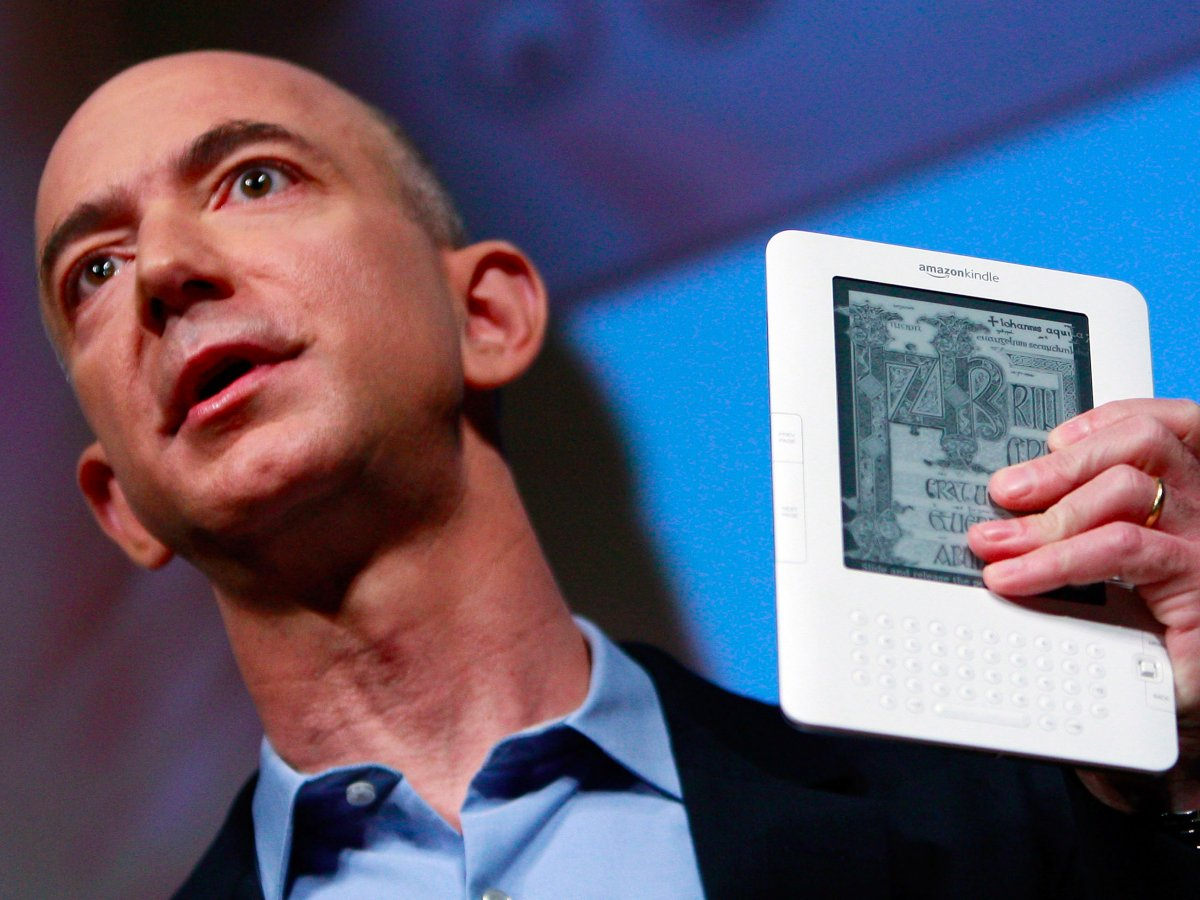 7-amazon-releases-its-own-e-book-reading-device-kindle