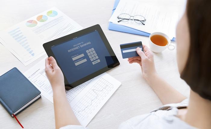 การใช้ Social Media และความไว้วางใจของผู้บริโภคที่มีต่อสถาบันทางการเงิน