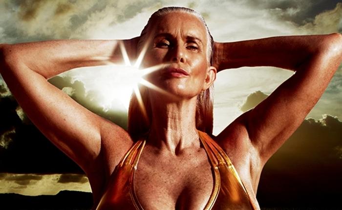 """แบรนด์ชุดว่ายน้ำ ใช้นางแบบ """"วัยดึก"""" ถ่ายแบบลง Sports Illustrated"""