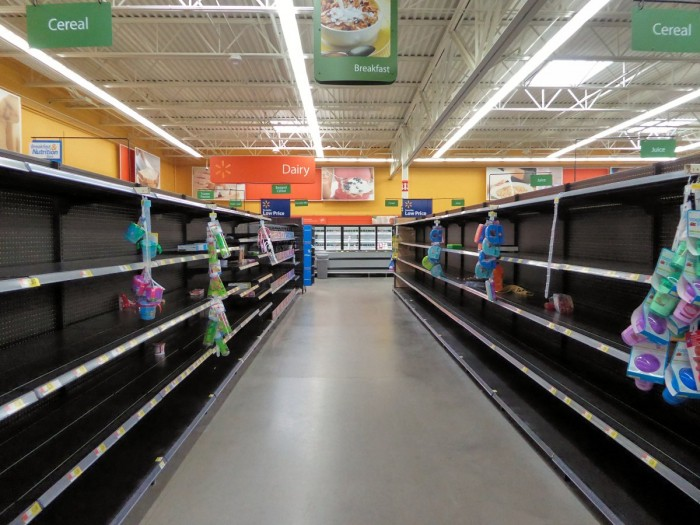 the-walmart-locations-last-day-of-business-was-eerie-with-acres-of-empty-shelves