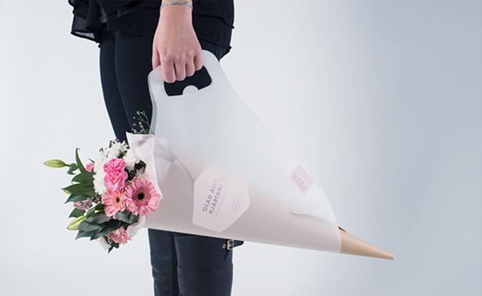 ทีม นศ.สวีเดน ออกแบบแพ็กเกจช่อดอกไม้หิ้วได้ ลดปัญหาการทำดอกไม้ช้ำ