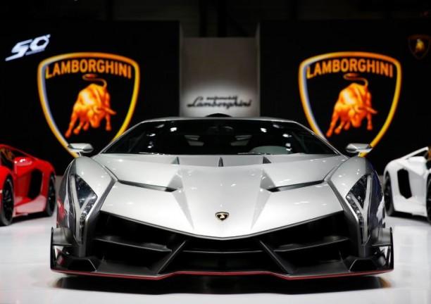 Lamborghini-Veneno-launch-at-2013-Geneva-Motor-Show-
