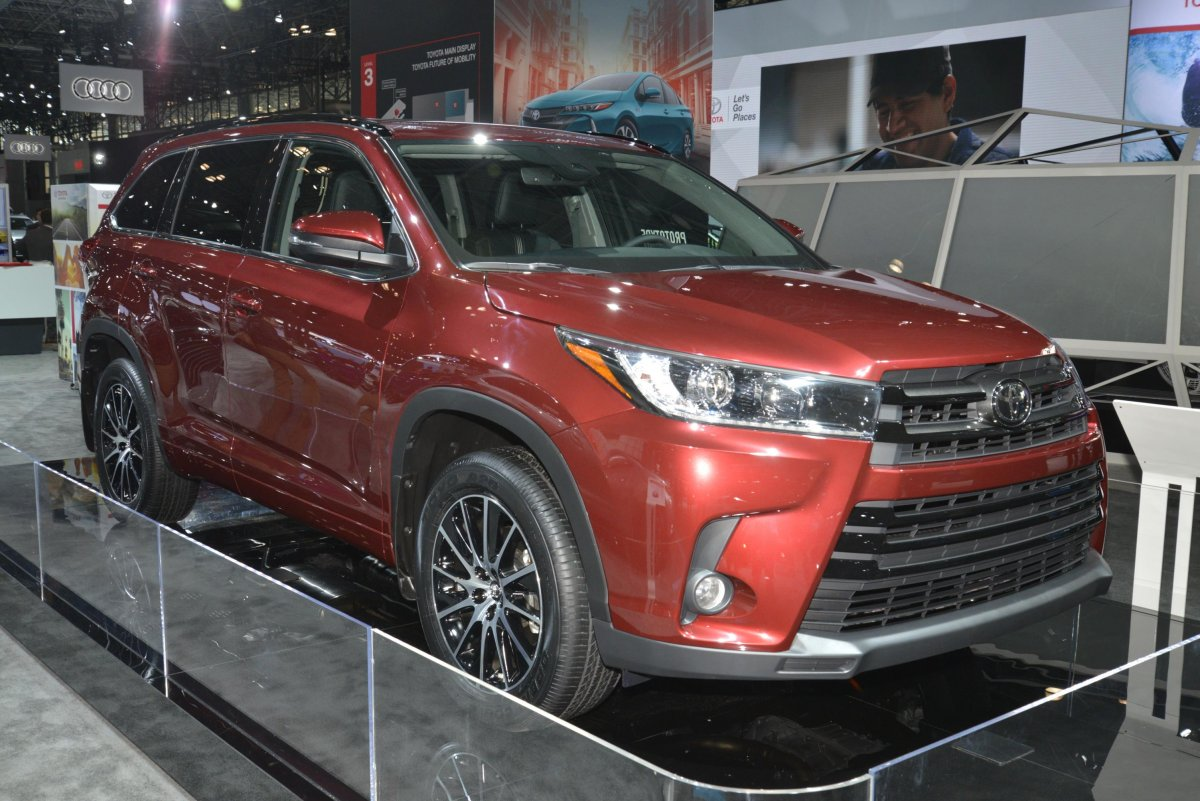 -a-face-lifted-version-of-its-highlander-crossover-suv-and-