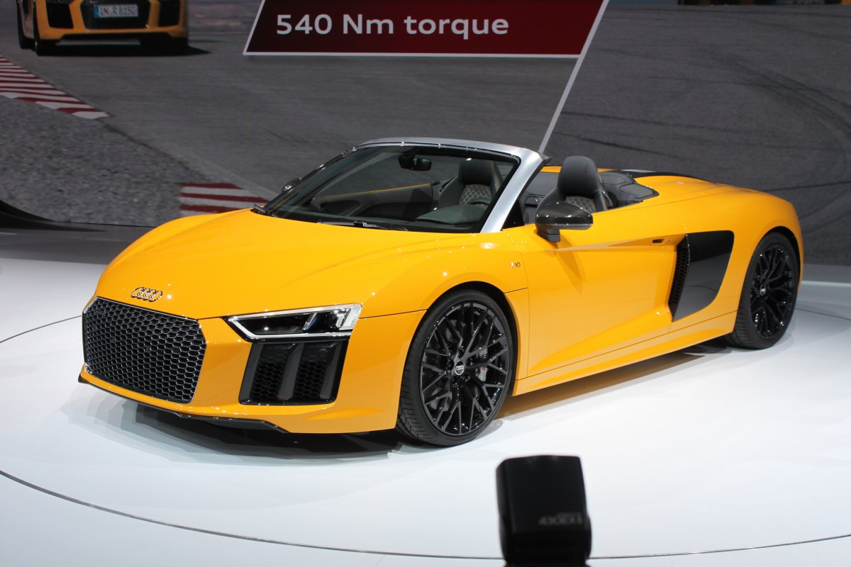 audi-wowed-the-crowd-with-its-stunning-r8-spyder
