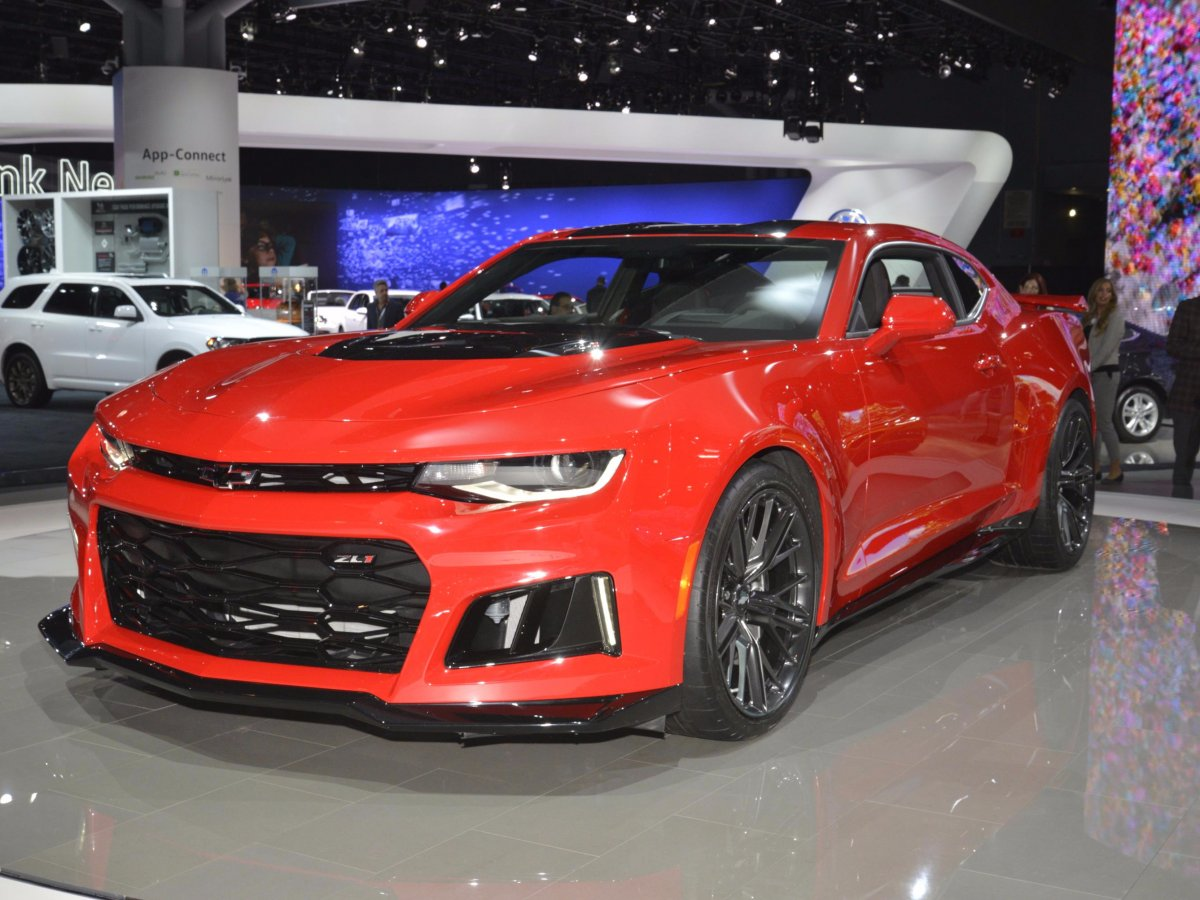 chevrolet-dazzled-with-its-new-muscle-bound-camaro-zl1
