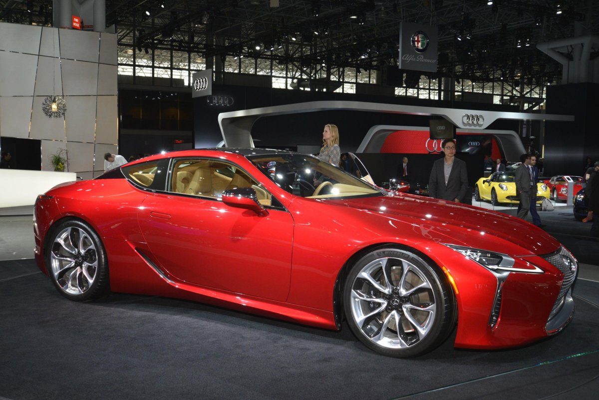 lexus-showed-off-both-the-v8-and-hybrid-versions-of-its-stylish-lc500-coupe