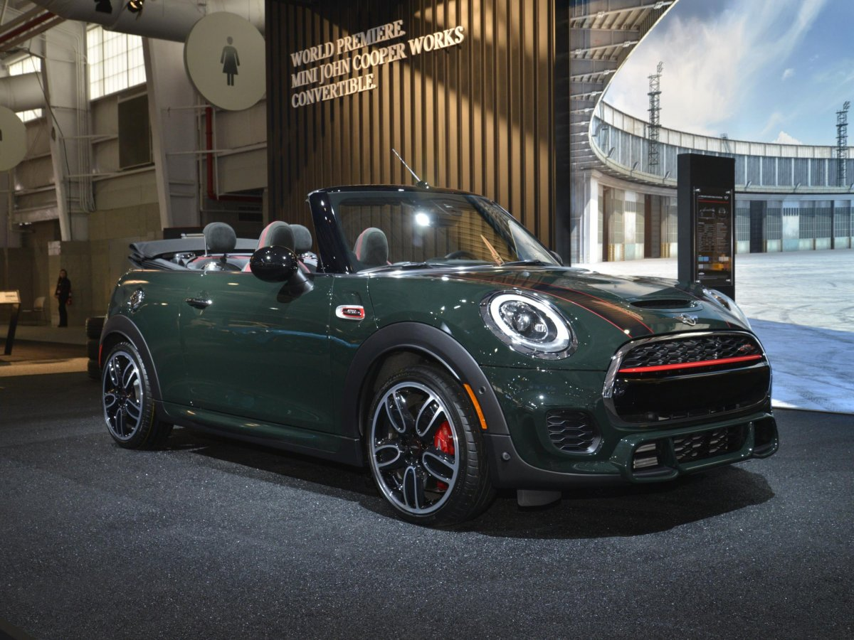 mini-introduced-the-convertible-version-of-its-top-of-the-line-john-cooper-works-edition
