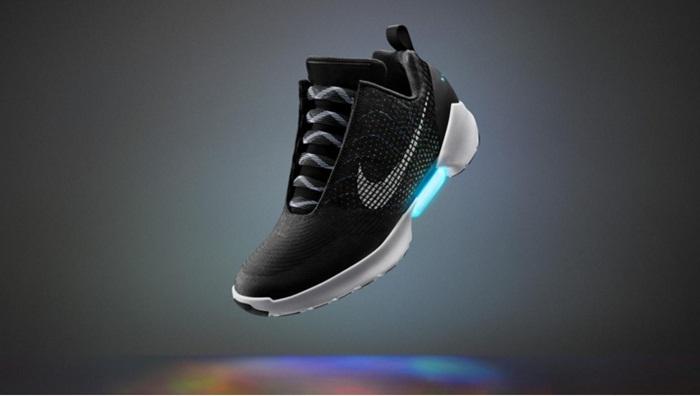 Nike ออกรองกีฬาใหม่ผูกเชือกเองได้