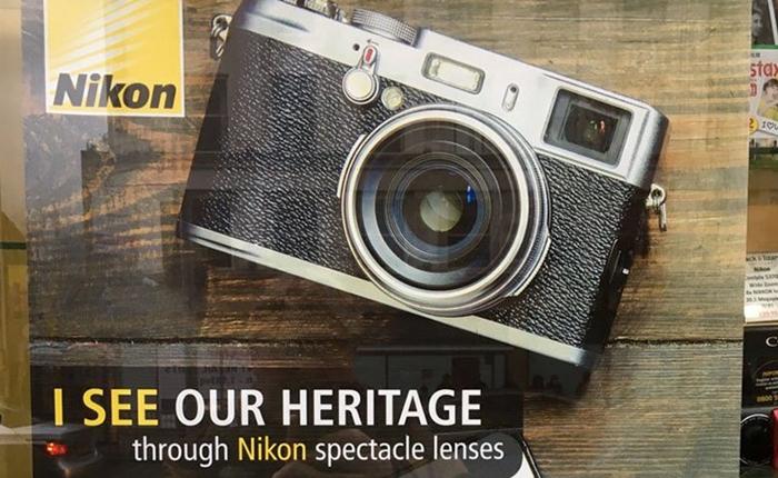 Nikon ทำพลาดครั้งใหญ่ หลังปล่อยให้กล้อง Fujifilm ปรากฏอยู่บนโปสเตอร์ของแบรนด์