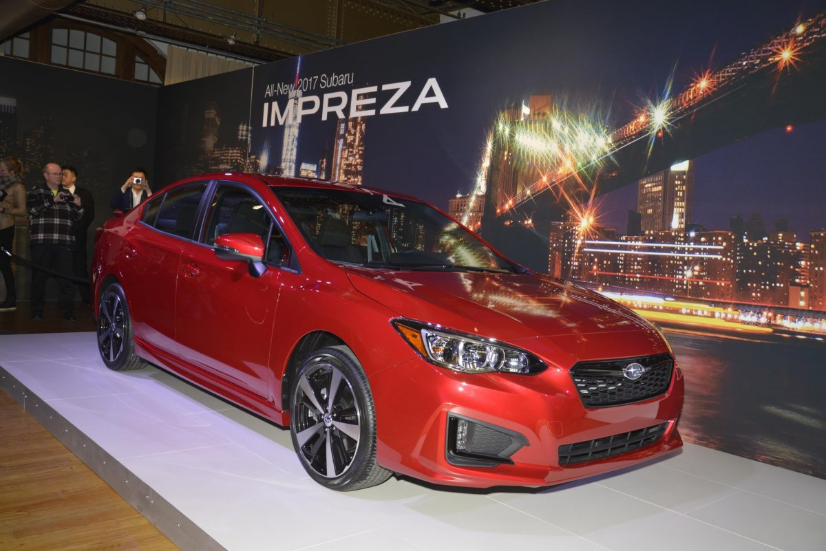 subaru-let-the-crowd-check-out-its-new-redesigned-impreza