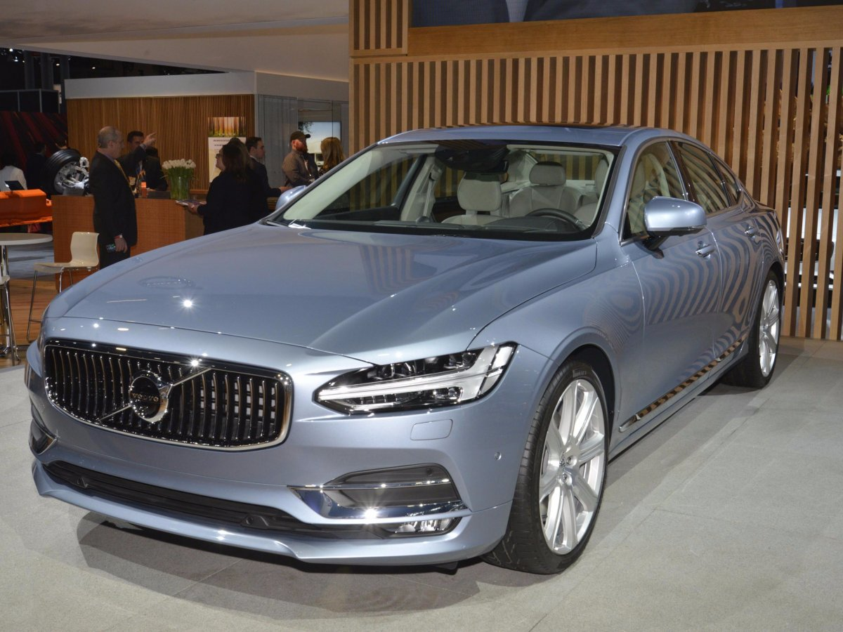 volvo-introduced-the-standard-and-hybrid-versions-of-its-new-s90-luxury-sedan-to-the-show-crowd