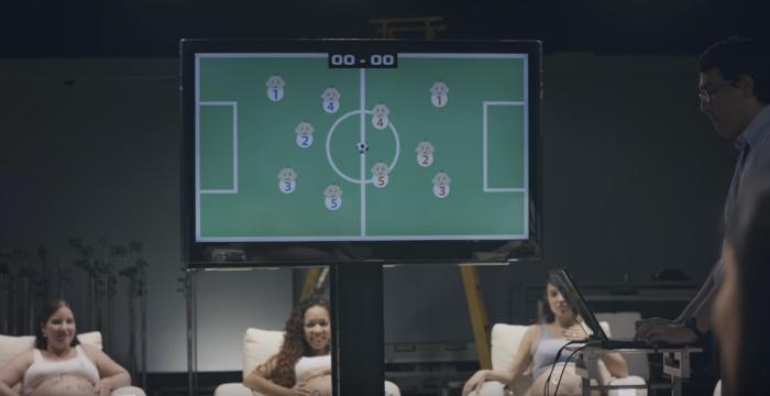 ลีกฟุตบอลโปรโมทตัวเองด้วยวิธีใหม่ ใช้เด็กในครรภ์ เตะท้องแม่ก็เท่ากับเตะบอลเข้าโกล
