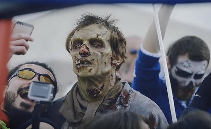 Fox เล่นง่ายชวนซอมบี้มาใช้ชีวิตแบบคนปกติโปรโมทซีรีส์ดัง The Walking Dead