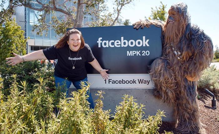 มาร์ค ซัคเคอร์เบิร์ก เชิญแม่บ้าน Chewbacca เที่ยวเล่น Facebook HQ แบรนด์ปลื้มส่งของเล่นให้อีกเพียบ