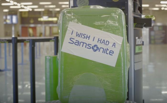แบรนด์กระเป๋าเดินทางบริการห่อกระเป๋าเดินทางฟรี พร้อมติดข้อความรู้งี้น่าจะใช้ Samsonite