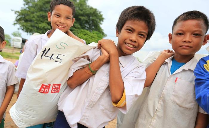 ยูนิโคล่ รวมพลังส่งต่อความสุข มอบเสื้อผ้าให้ผู้ขาดแคลนในจังหวัดตาก ในโครงการ 10 Million Ways to HELP