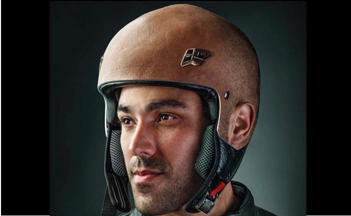 บริษัทประกันออกสื่อสิ่งพิมพ์เตะตา ที่ไม่ว่ามองยังก็เห็นว่าหมวกกันน็อคนี้คือศีรษะคนจริงๆ