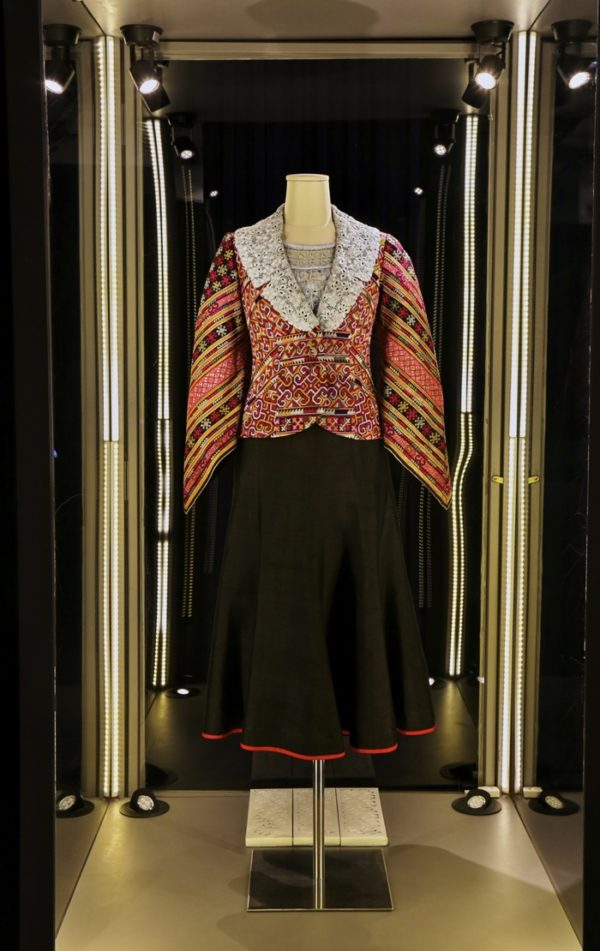 1queen-sirikit-dress-4-600x951