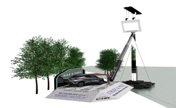 โตโยต้าสร้าง Buzz ให้เทศกาลศิลปะ สร้างไม้เซลฟี่ยาว 17 เมตร ถ่ายทีเดียวได้เป็นหมื่นคนพร้อมกัน!
