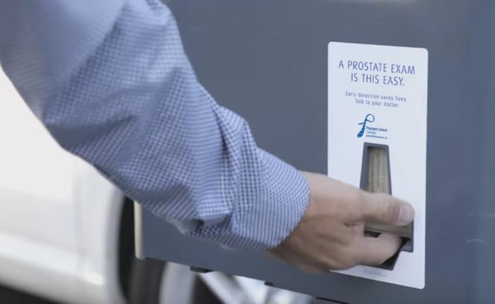 ครีเอทีฟหัวใส ใช้ช่องรับตั๋วที่จอดรถ เป็นจุดสอนผู้ชายให้ตรวจมะเร็งต่อมลูกหมาก