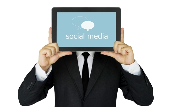 Facebook และ Twitter ร่วมกับสื่อนานาชาติกลั่นกรองข้อมูลข่าวสาร