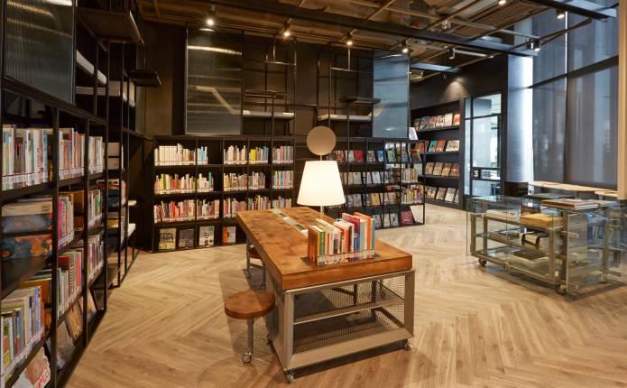 พาชม 'TCDC COMMONS' ห้องสมุดด้านการออกแบบการสื่อสารที่ครบครันแห่งแรกของไทย เปิดให้บริการแล้วที่ 'Ideo Q จุฬาฯ-สามย่าน'