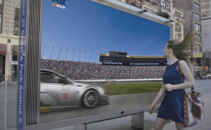 FOX ใช้บิลบอร์ดทะลุมิติโปรโมทความเร็วของรถแข่งในสนาม Nascar