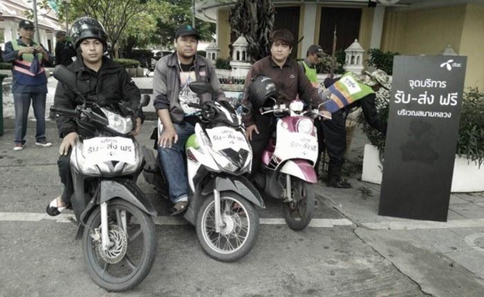 พนักงานดีแทครวมใจช่วยรองรับประชาชนเดินทางสู่บริเวณพระบรมมหาราชวัง