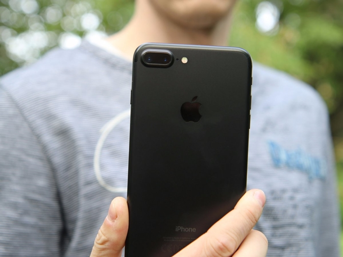 the-smaller-model-will-not-get-the-a-dual-lens-camera-like-the-iphone-7-plus