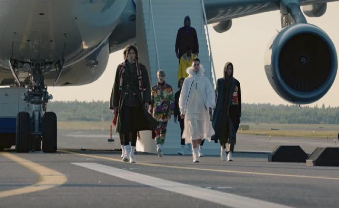 ฟินแอร์ โปรโมทตัวเองได้เจ๋ง สร้างรันเวย์แฟชั่น East Meets West ณ รันเวย์ของสนามบินจริงๆ