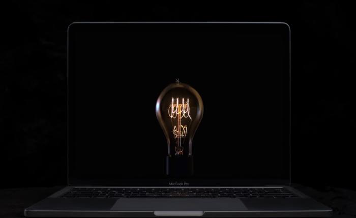 แอปเปิ้ลออกโฆษณาเชิงสัญลักษณ์สุดเท่ ใช้หลอดไฟแทนไอเดียชูจุดขายนวัตกรรมใหม่ Touch Bar