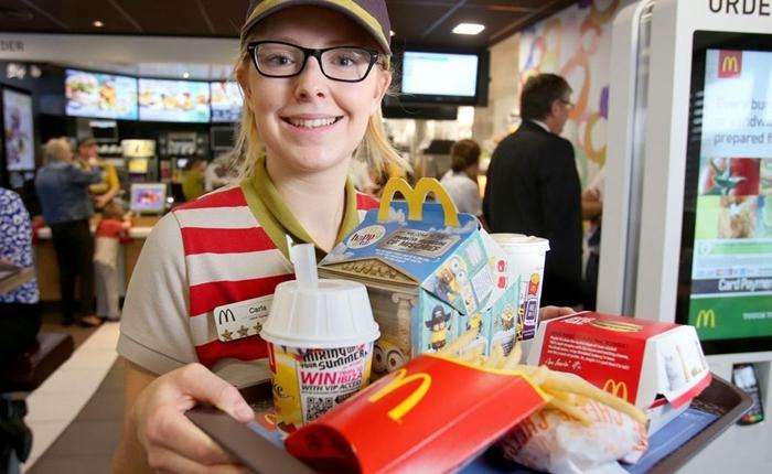 สะดวกสบายขึ้นอีกระดับ McDonald's เตรียมเสิร์ฟอาหารถึงโต๊ะในปี 2017 นี้