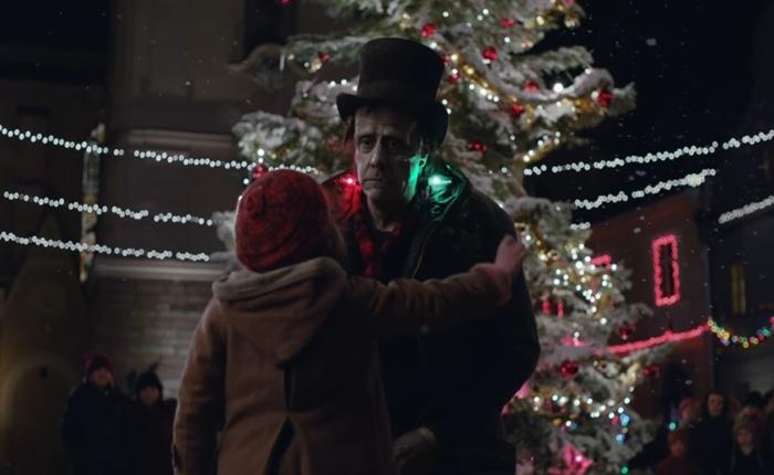 Apple ล้ำ!! ส่ง Frankenstein มาร่วมงานเทศกาลคริสมาสต์ในโฆษณาช่วงเทศกาลสิ้นปี รับรองว่าดูแล้วมีน้ำตาซึม