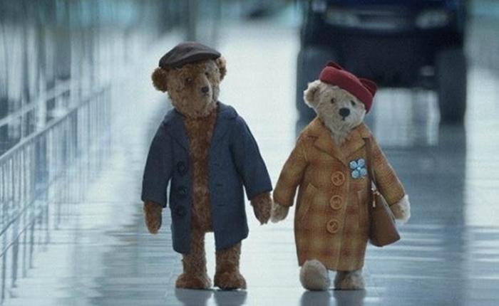 สนามบินฮีทโธรว์ สู้ศึกโฆษณาคริสต์มาส ใช้คู่รักหมีเทดดี้สุดน่ารักมัดใจผู้ชม