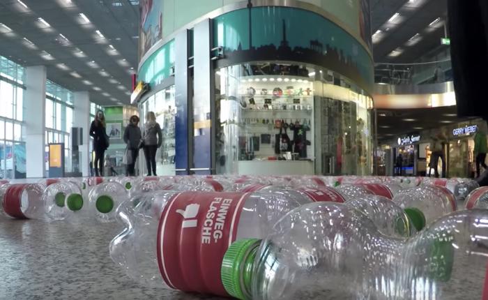 กระทรวงสิ่งแวดล้อมเยอรมันแหย่คนไม่รักษ์โลก ด้วยการส่งขวดเปล่าให้ดื่มแทนน้ำเปล่า!