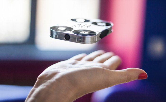 """""""AirSelfie"""" กล้องขนาดพกพา แถมบินได้ ไม่ว่าจะอยู่ที่ไหนก็เซลฟี่ได้"""
