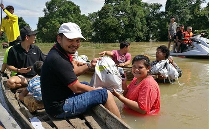 เอไอเอส ลงพื้นที่ช่วยเหลือพี่น้องชาวใต้ที่ประสบภัยน้ำท่วม