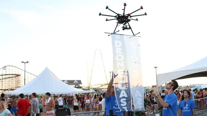dronecast-drone-vertising