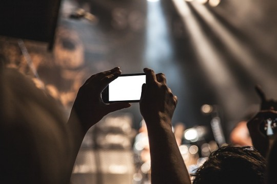 smartphone-407108_640
