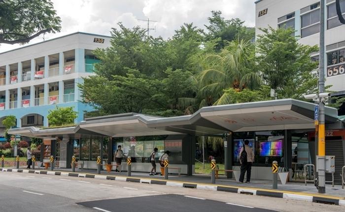 สิงคโปร์ เปิดตัวป้ายรถเมล์อัจฉริยะ ชารจ์แบตฟรี มี eBook ให้อ่าน