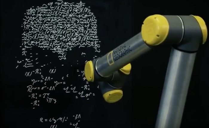 NAT Geo ใช้แขนหุ่นยนต์ปลุกชีพลายมือจริงของไอน์สไตน์ โปรโมทซีรีส์ชีวประวัตินักวิทย์คนดัง
