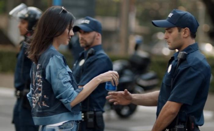 โดนสับเละ! โฆษณาใหม่จากเป๊ปซี่หยิบประเด็นอ่อนไหวมาเล่น แม้จะใช้ไอดอลสาว Kendall Jenner ก็เอาไม่อยู่