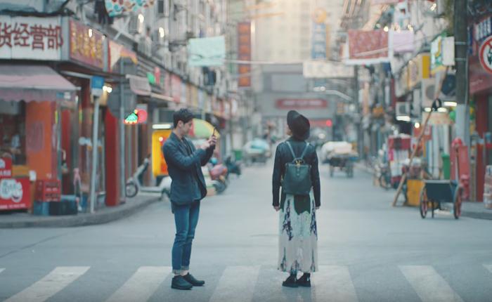 โฆษณาเก๋จากไอโฟน 7 พลัส โปรโมทฟีเจอร์ถ่ายภาพบุคคล ที่กดแช๊ะเดียวก็เปลี่ยนทั้งเซี่ยงไฮ้ให้เหลือแต่เราสองคน!