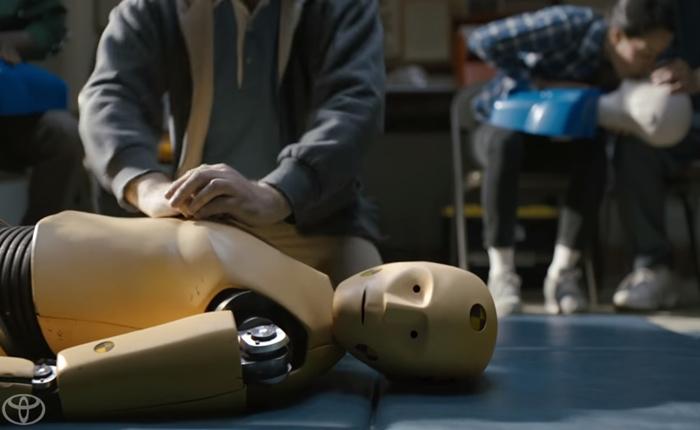 โฆษณาติดตลก เมื่อหุ่นทดสอบการชนต้องหางานอย่างอื่นทำ เพราะระบบ Safety ของ Toyota นั้นปลอดภัยสุด ๆ