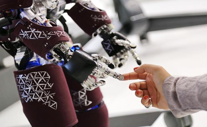 น่าคิด!!! เผยผลสำรวจความไว้ใจในหุ่นยนต์คาด 2030 หุ่นยนต์ยึดโลก
