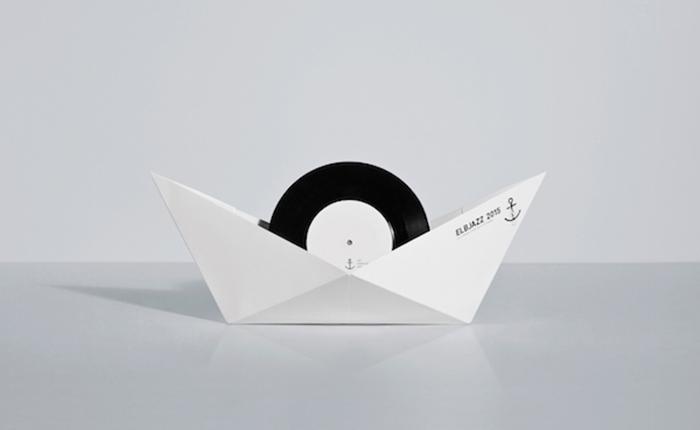 แผ่นเก็บไวนีลอย่างเก๋ กางออกมาเป็นเรือ 3D ได้ด้วย