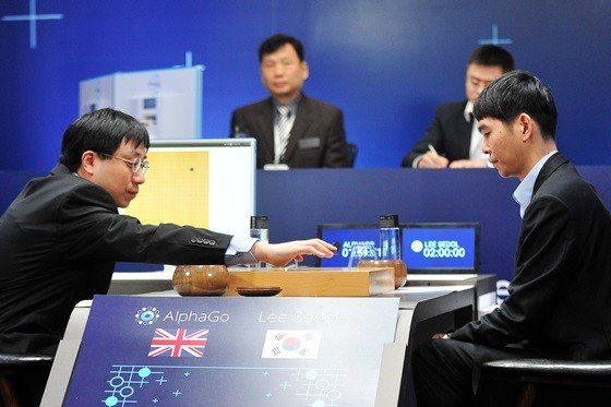AlphaGo-Lee-Sedol-game-2-Aja-Huang-Lee-Sedol-1