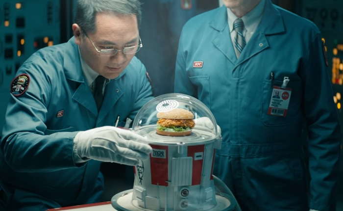 "KFC ดันแผนการตลาด Out of the box ปิ๊งไอเดียแปลก ส่ง ""Zinger Burger"" ทะยานสู่ห้วงอวกาศ"