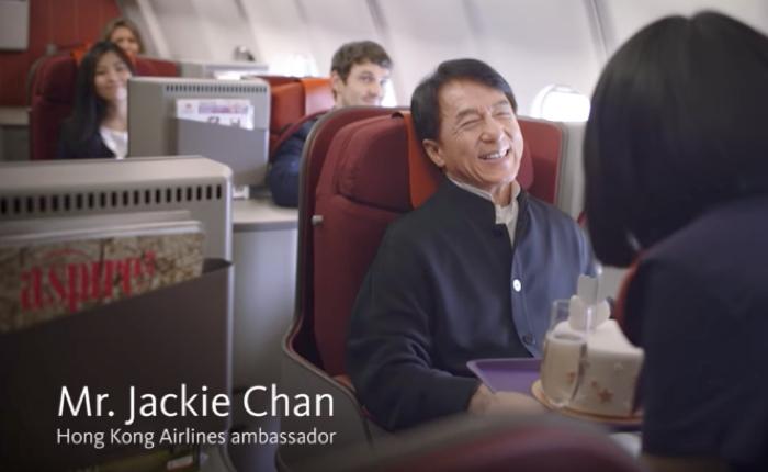 """เมื่อโปรโมทสายการบินฮ่องกง ใครกันจะเหมาะไปกว่า """"เฉิงหลง-Mr.Chan"""""""